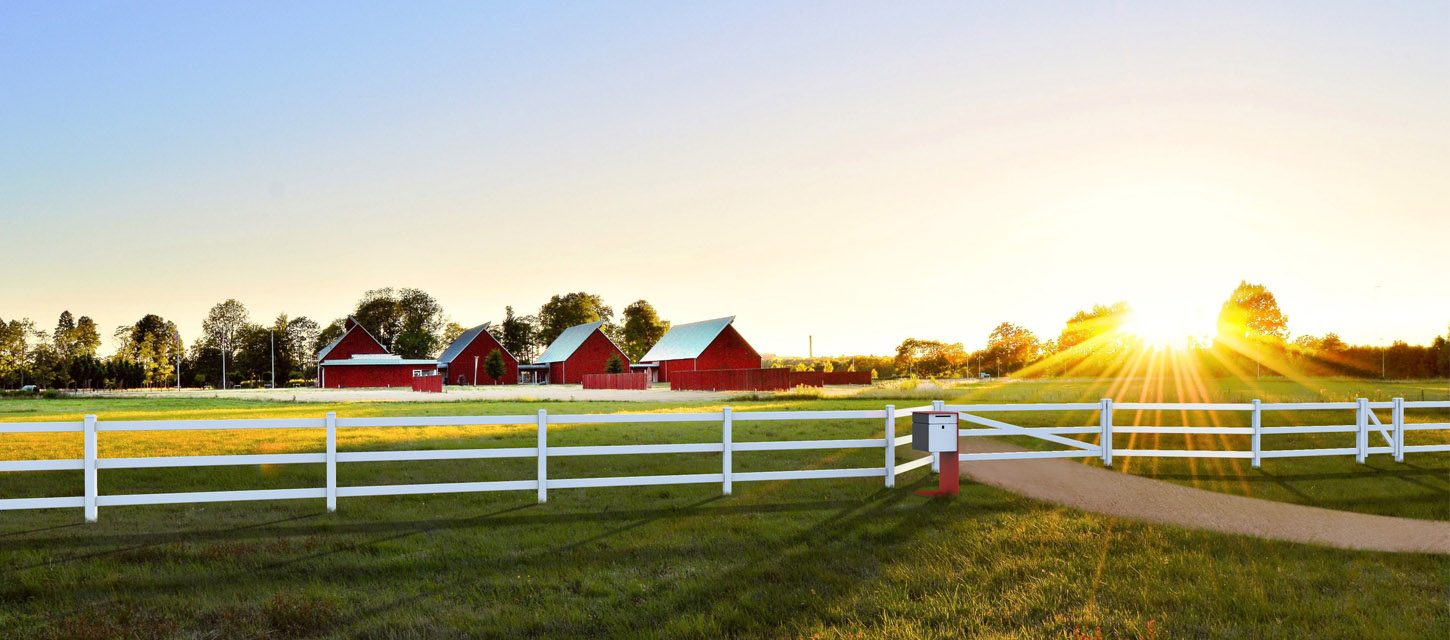 Scintilla_Design_Opie_fence_red_farmhouses